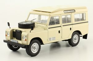 Land Rover Santana 109 Image