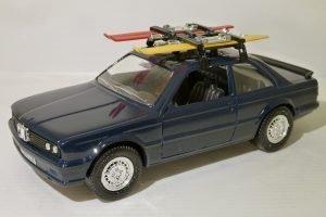 BMW 323i Ski Image